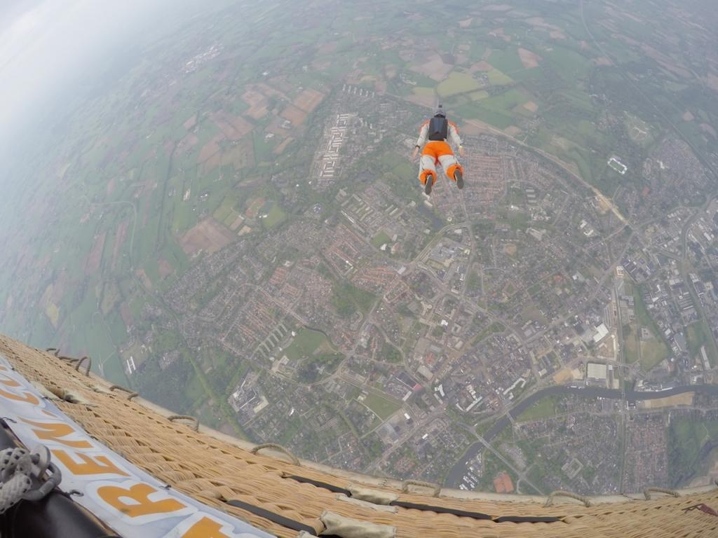 Ballon-exit-parachutist