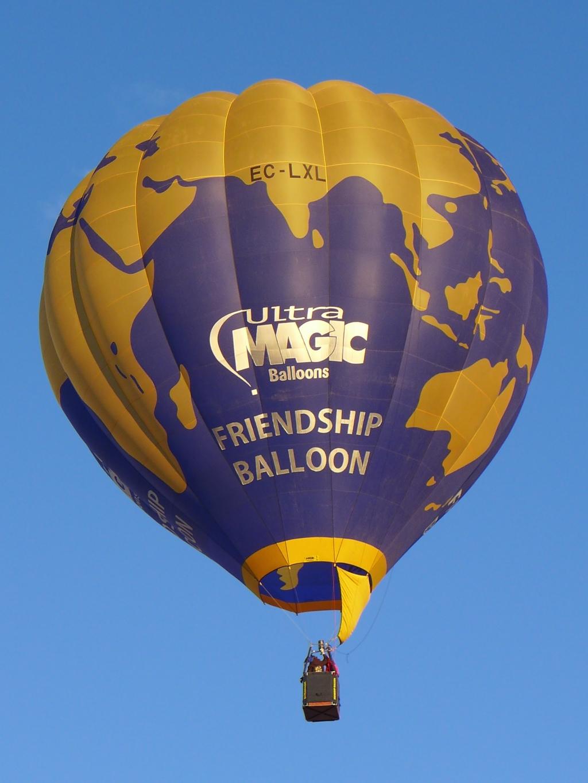 Friendship-balloon-Ultra-Magic