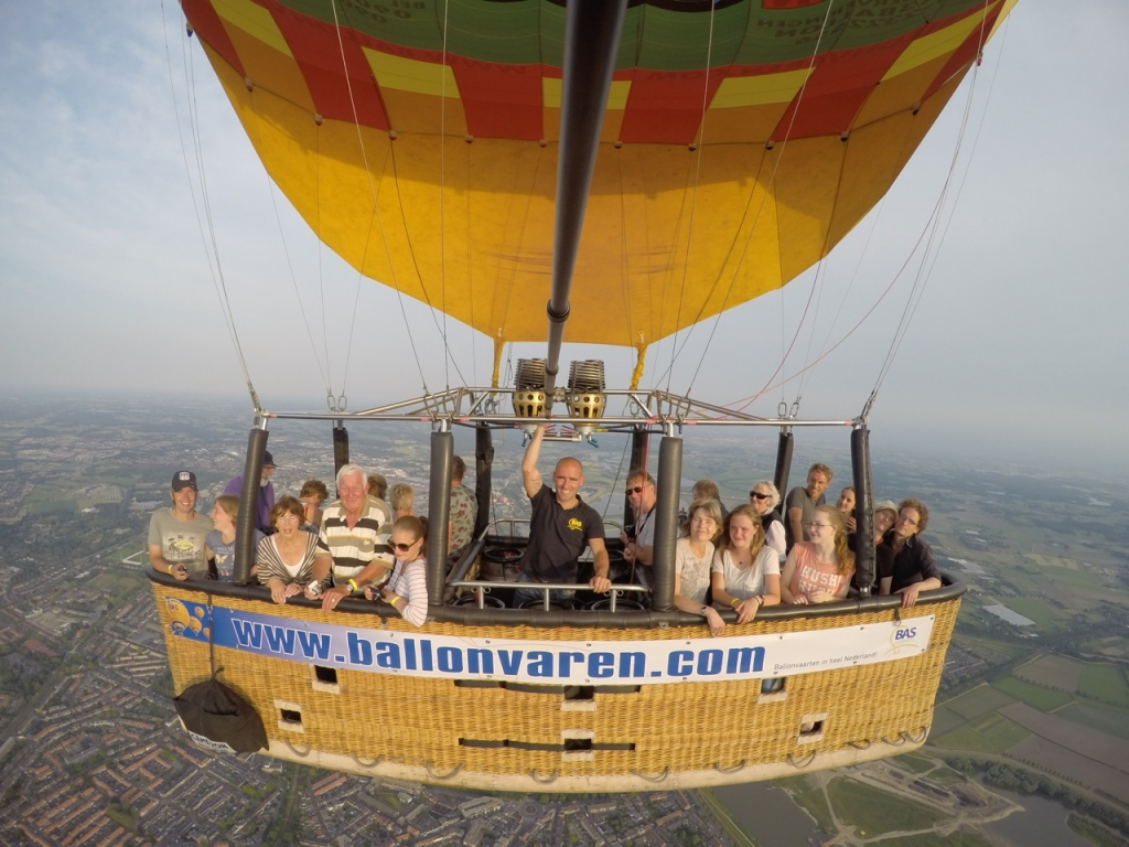 Luchtballon over de Kermis in Deventer naar Olst