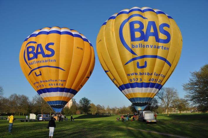 Luchtballonnen in het Schelfhorstpark in Almelo