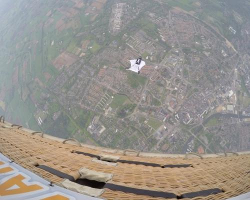 Wingsuit-exit-luchtballon